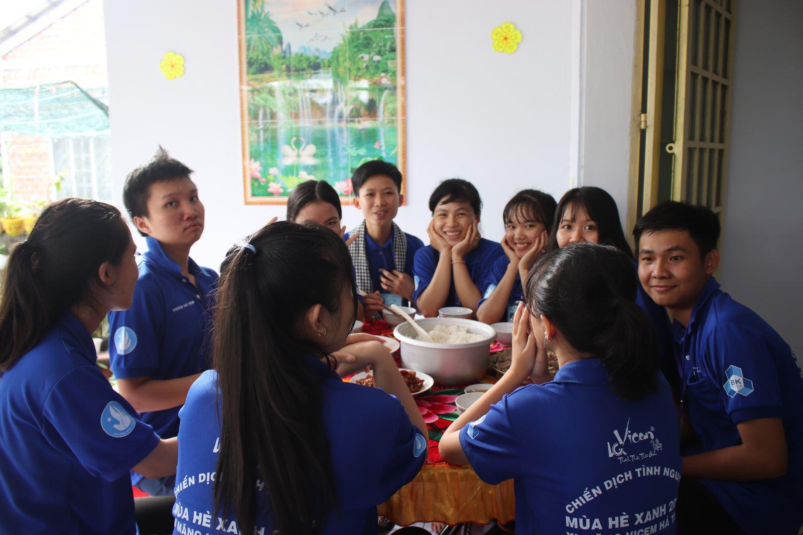 Sinh viên Phân hiệu ĐHQG-HCM tại tỉnh Bến Tre ra quân Chiến dịch tình nguyện Mùa hè xanh năm 2018
