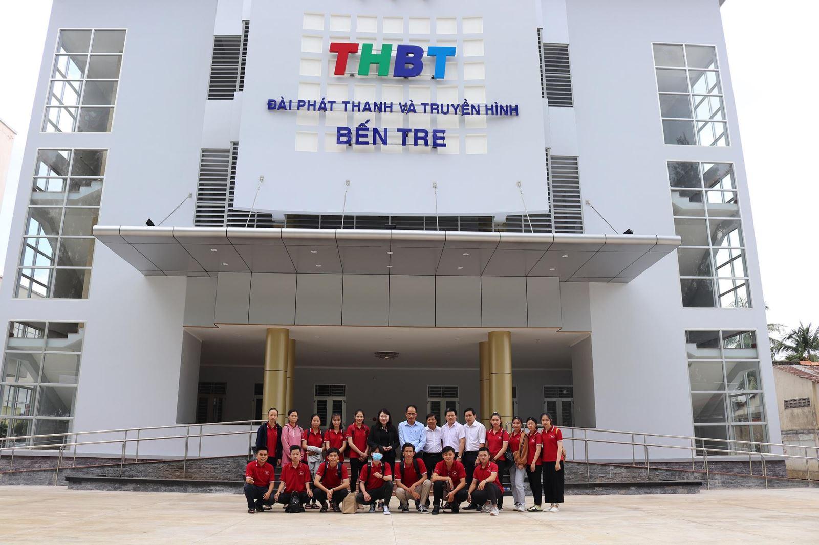 Sinh viên ngành Đô thị học tại Phân hiệu ĐHQG-HCM  tìm hiểu thực tế tại Đài phát thanh và truyền hình Bến Tre