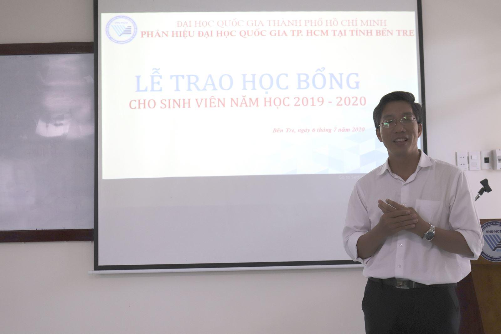 LỄ TRAO HỌC BỔNG SINH VIÊN NĂM HỌC 2019 - 2020