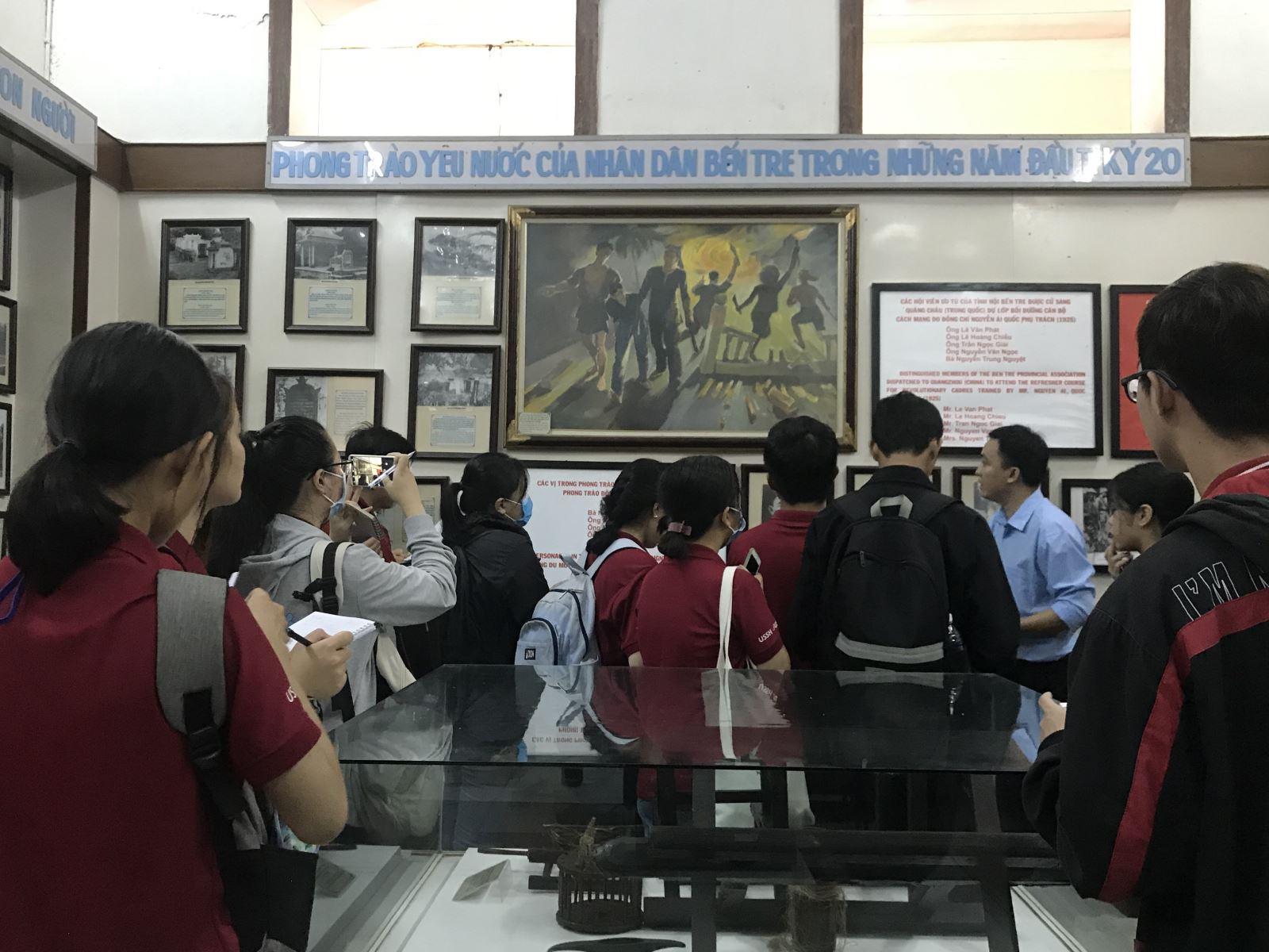 Sinh viên năm II ngành Đô thị học - Phân hiệu ĐHQG-HCM tại Bến Tre nghiên cứu thực tế thành phố Bến Tre