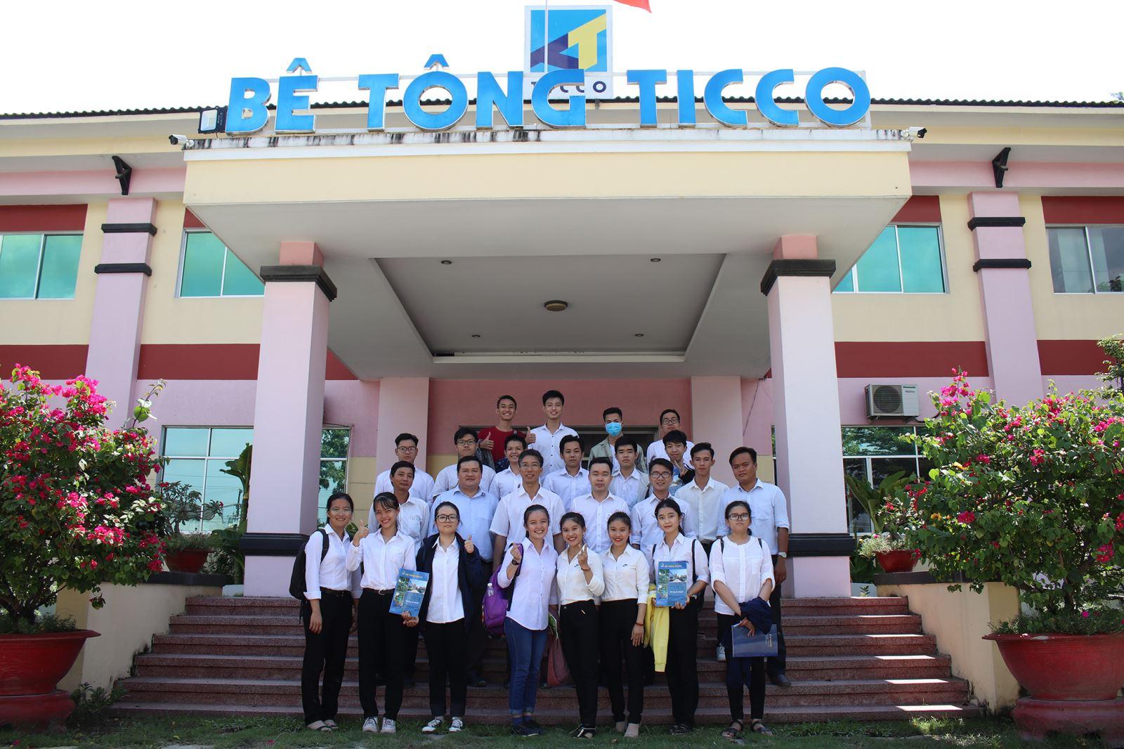 Sinh viên ngành Kỹ thuật xây dựng học tập ngoại khóa tại Công Ty bê tông TICCO