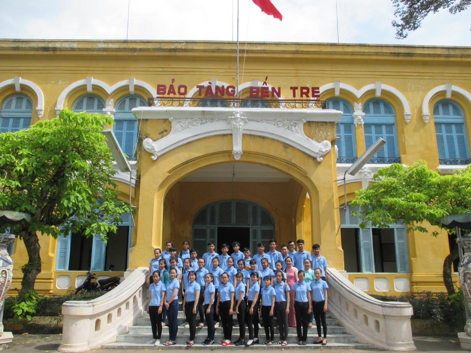 Toàn thể tân sinh viên học ở Phân hiệu ĐHQG-HCM tại tỉnh Bến Tre đã có chuyến đi thực tế, tham quan, học hỏi tại Bảo tàng tỉnh Bến Tre