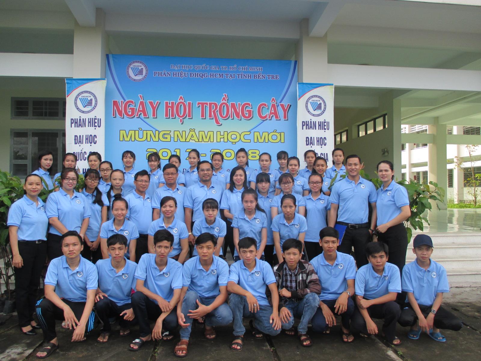 Phân hiệu ĐHQG-HCM tại tỉnh Bến Tre tổ chức chương trình Ngày hội trồng cây mừng năm học mới 2017 – 2018