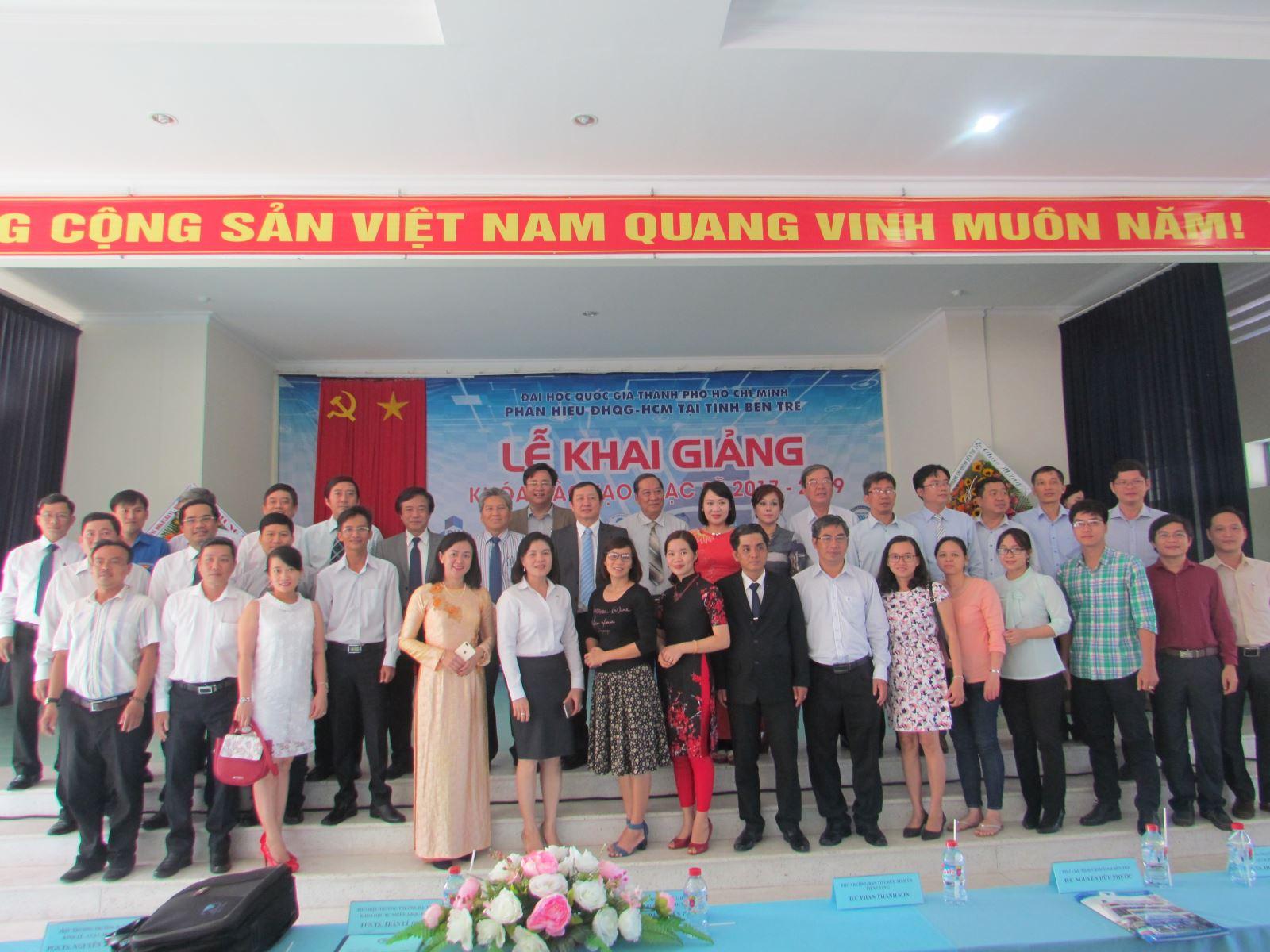 Tưng bừng Khai giảng Khóa đào tạo thạc sỹ 2017 - 2019 tại Phân hiệu ĐHQG-HCM tại tỉnh Bến Tre