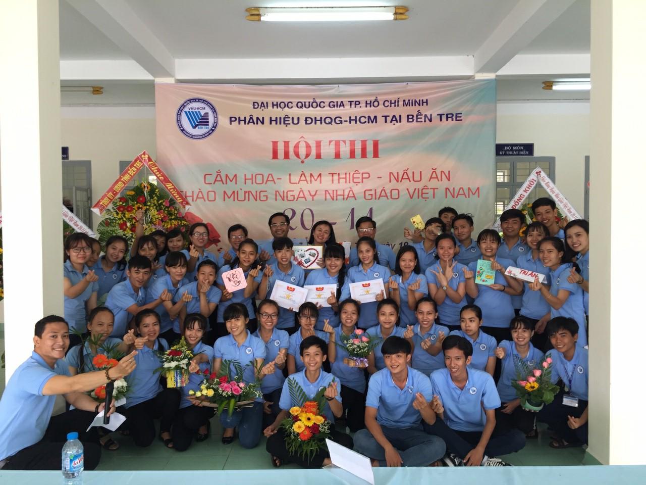 Những món quà đặc biệt và thiêng liêng của sinh viên Phân hiệu ĐHQG - HCM tại tỉnh Bến Tre dành tặng Thầy Cô nhân dịp 20/11
