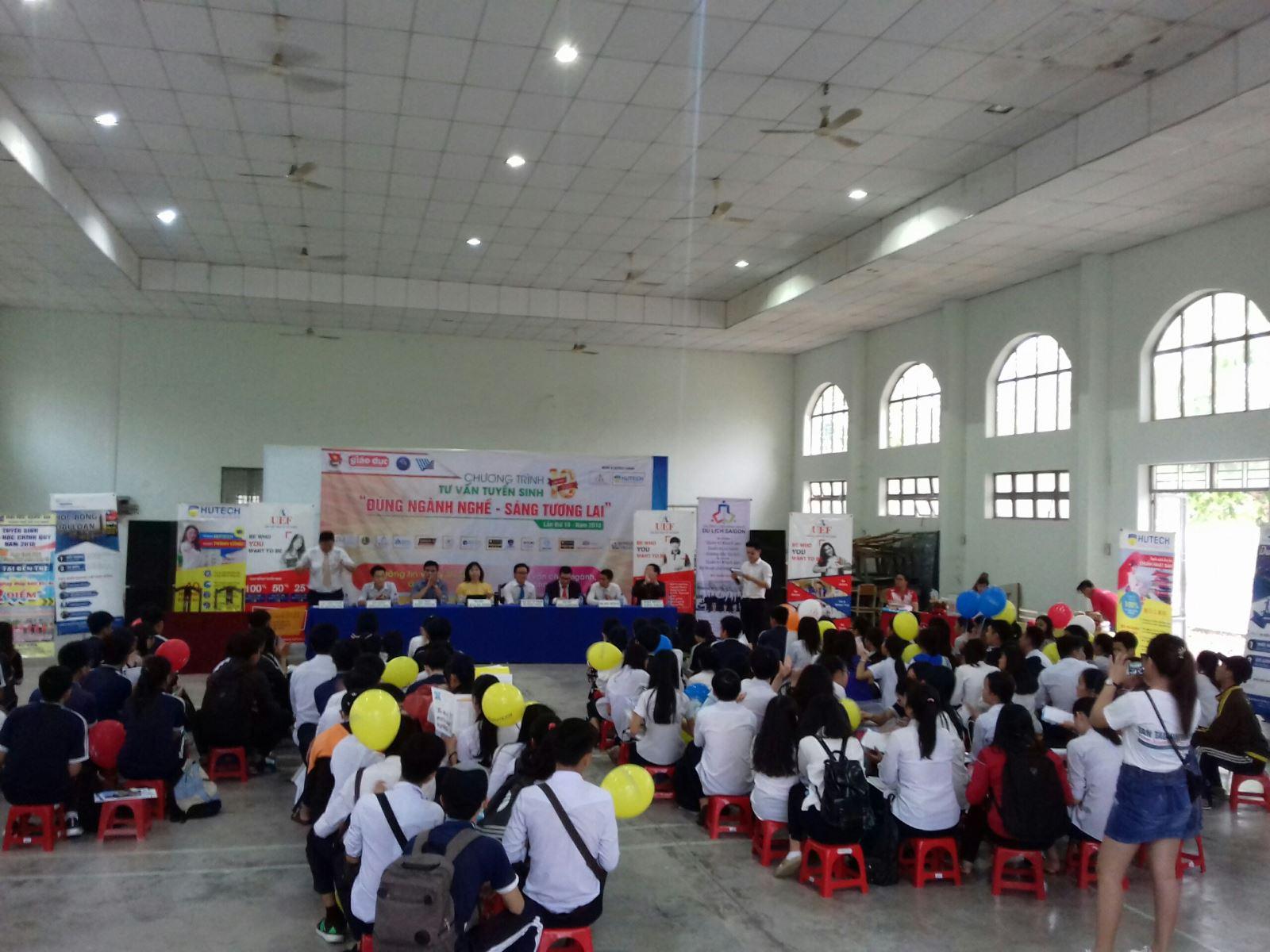 Long An, Đồng Tháp, Kiên Giang - Phân hiệu ĐHQG-HCM tại tỉnh Bến Tre đã đến và tư vấn tuyển sinh ĐH, CĐ năm 2018